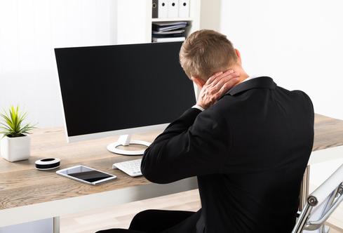 Dolore al collo mentre si è al pc…come risolverlo?